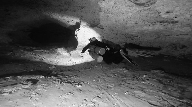 SIDEMOUNT CAVERN AND CAVE DIVING